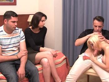 Alexandra, solo tiene 18 añitos. Enmanuel, su novio. Hoy harán el primer intercambio de su vida.